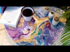 Notre atelier vous propose de découvrir 3 possibilités de création pour un seul projet :  1 - une table décorée avec la technique du pouring (puis vernie)  2 - la même table avec des effets de dorure (puis vernie)  3 - toujours la même table et cette fois-ci sublimée par de la résine