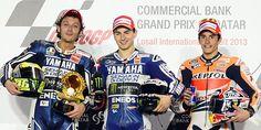 Rossi (izq.), Lorenzo (centro) y Márquez, en el podio de Losail.   Efe