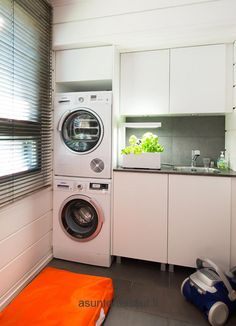 Villa Harmony - Kodinhoitohuone | Asuntomessut Master Closet, Walk In Closet, Home And Living, Living Room, Laundry Room Inspiration, Laundry In Bathroom, Getting Organized, Sweet Home, Villa