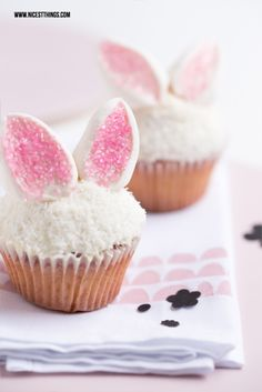 Plus belles choses - Alimentation, intérieur, bricolage: Deko-Ideen für den Ostertisch: Eierbecher, . Oster Cupcakes, Baking Cupcakes, Cupcake Recipes, Dessert Recipes, Cupcake Cakes, Easter Bunny Cupcakes, Easter Treats, Desserts Ostern, Easter Brunch