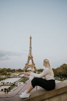 Ultimate Guide for a Romantic Weekend in Paris, France // Things to do, tips, Eiffel tower, louvre, travel, disney land, montmartre, arc de triomphe, wanderlust, macaron, notre dame, Sacré-Coeur Disney Land, Paris France, Notre Dame, Things To Do, Louvre, Wanderlust, Tower, Romantic, Building
