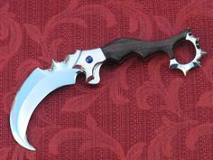 Karambit by ~Licataknives on deviantART: probably not the most practical style and curve on the blade would seem to make punching techniques hard. Nice knife though! Gerber Folding Knife, Gerber Pocket Knives, Cool Knives, Knives And Swords, Best Pocket Knife, Edc Knife, Cold Steel, Tactical Knives, Custom Knives