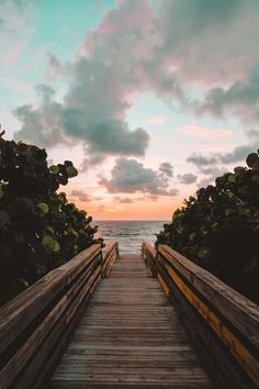 50+ Gorgeous Beach Wallpaper iPhone Aesthetics That Are Free!