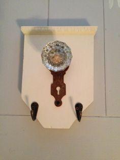 Thrifty Treasures - make a vintage door knob hanging rack.