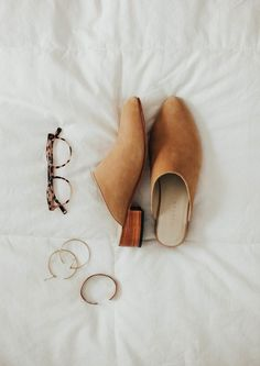 Ethical shoes for spring. Nisolo Mariella mules in sand. The perfect neutral. Ethical Shoes, Minimal Shoes, Minimal Fashion, Minimal Style, Ethical Fashion Brands, Natural Clothing, Best Wear, Cute Sandals, Slow Fashion