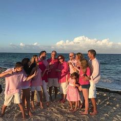 Just trying to get that perfect family photo. But no one is acting perfect 😩 #goodtimes #familyfun #familytime #youdontpickthem #beachlife #wholeyou www.hayleyhobson.com