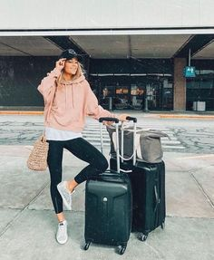 Classic And Casual Airport Outfit – comfy travel outfit summer Winter Travel Outfit, Winter Outfits, Summer Outfits, Casual Outfits, Fashion Outfits, Comfy Travel Outfit, Summer Travel, Japan Outfits, Men's Outfits