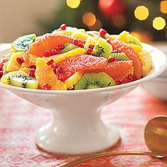 Winter Fruit Salad - yep, another brunch table idea! It's so pretty! Winter Fruit Salad, Fruit Salad Recipes, Fruit Salads, Christmas Breakfast, Christmas Brunch, Christmas Morning, Köstliche Desserts, Dessert Recipes, Baking Recipes