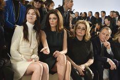 Charlotte Gainsbourg, Chiara Mastroianni et Catherine Deneuve au défilé Louis Vuitton Fashion Week Paris Automne Hiver 2014-2015