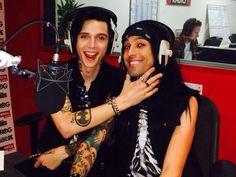 ANDY AND CC HOW CJOOOOEEET!!! I got my bandmerch today OMFG i'm so happy
