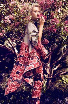 Цветочные принты на летних и вечерних платьях: просто, женственно, эффектно…