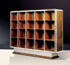 Pièce unique, bibliothèque de Ruhlmann, en ébène de Macassar et acier argenté (1926). Sièges en bois laqué, créés par Marc du Plantier, esti...