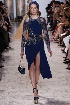 Elie Saab haute couture spring 2017 - Vogue Australia - Phoebe Home Elie Saab Couture, Haute Couture Gowns, Couture Mode, Style Couture, Couture Dresses, Couture Fashion, Fashion Show, Hijab Evening Dress, Hijab Dress Party