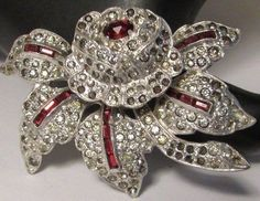 Vintage Glass Rhinestone Flower Trembler Brooch 1940's.