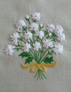 Basic Embroidery Stitches, Hand Embroidery Videos, Floral Embroidery Patterns, Hand Embroidery Flowers, Embroidery On Clothes, Hand Embroidery Designs, Beaded Embroidery, Sewing Art, Fabric Crafts