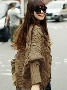 This is a fashionable,attractive and chic cardigan.It is made of high quality wool material. And its batwing sleeve design is very special. Cardigan Noir, Knit Cardigan, Loose Sweater, Sweater Coats, Sweater Dresses, Pullover Mode, Gris Rose, Knitted Coat, Korean Women