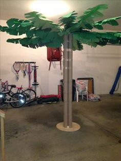 Reading oasis 8ft paper palm tree made from 4 cardboard carpet tubes, 20 pvc pipes and countless construction paper palm leaves. Hot glue gun-a must!