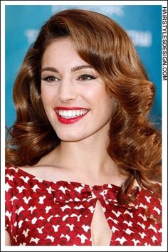 This retro 50's style looks incredible on Kelly as she has thick and curly hair. Her hair is voluminous and healthy looking. Sexy, stylish and romantic, Kelly looks beautiful.
