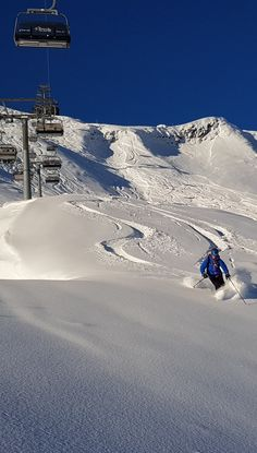 Powder in Lech Zürs am Arlberg. Find more about some runs in our blog!