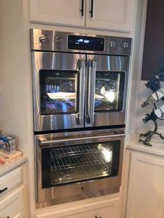 Are you looking for some new kitchen remodeling ideas that allow you to mix the old with the new? Astonishing Great New Kitchen Remodeling Ideas. Kitchen Redo, Kitchen And Bath, New Kitchen, Kitchen Ideas, Kitchen Cabinets, Island Kitchen, Double Oven Kitchen, Ranch Kitchen, 1950s Kitchen