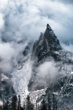 Mnich, Tatra Mountains, Poland, by Piotr Wróbel. Tatra Mountains, Mountain Paintings, Photo Instagram, Pilgrim, Nature Photos, Land Scape, Painting Inspiration, Poland, Climbing