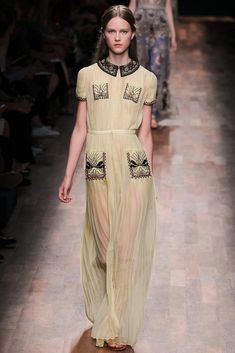 #Valentino #SS2015 #Catwalk #PFW #Paris #trends #pleated