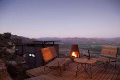 """Nos terrenos de Guadalupe , Mexico, o Gracia Studio projetou o 'endémico resguardo silvestre' hotel super exclusivo com apenas 20 quartos. Posicionado em uma em uma área vinicolas a paisagem nao podia ser melhor ainda que cada """"loft"""" tem uma vista panorâmica MARAVILHOSA!"""