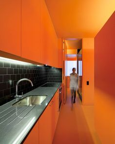 Beautiful Orange Kitchen For You - Home Design Galley Kitchen Design, Small Galley Kitchens, Colorful Kitchens, Orange Kitchen Walls, Kitchen Colors, Funky Kitchen, Orange Walls, Stylish Kitchen, Kitchen Ideas