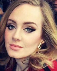 Adele … (Best Eyeliner For Older Women) Adele Love, Adele Style, Adele Makeup, Adele Eyeliner, Winged Eyeliner, Beauty Makeup, Hair Beauty, Wedding Hair And Makeup, Makeup Inspiration