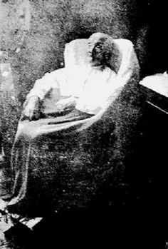 The fading photograph shows one of the more familiar personalities in Philippine history–Teodora Alonzo, Jose Rizal's mother–a few months before her death at her Binondo home in 1911 Old Photos, Vintage Photos, Jose Rizal, Filipino Culture, Filipiniana, Freemasonry, Back In Time, Pinoy, Philippines