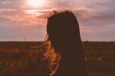 Hoy en día es difícil encontrar un sentido saludable de la autoestima, y es lamentable que tanta gente tenga malas experiencias que terminan afectando negativamente su autoestima. A veces, las importantes experiencias tempranas pueden dañar la autoestima de una persona, mientras que para algunos otros, un evento traumático, como una mala relación, puede alterar la forma en que una persona se ve a sí misma más adelante en la vida. Sin embargo, un sentido de baja autoestima finalmente lleva a…