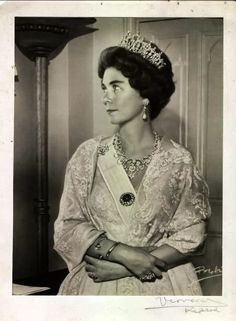 Queen Anne-marie of Greece wearing the tiara of Queen Sophie of Greece (1870-1932) née Princess Sophie of Prussia.  See earlier pins