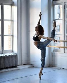 43 Ideas for sport art photography ballet dance Ballet Body, Ballet Barre, Ballet Dancers, Ballerinas, Ballerina Body, Dancers Body, Dancer Photography, Dance Poses, Learn To Dance