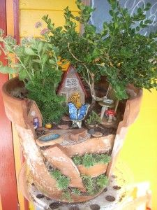 Broken Pot fairy garden. I have so many broken pots! Will do this