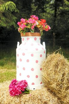 Upcycling an old milk churn, polka dot style. Milk Churn, Upcycling Projects, Upcycled Furniture, Polka Dot, Projects To Try, Garden, Ideas, Style, Swag
