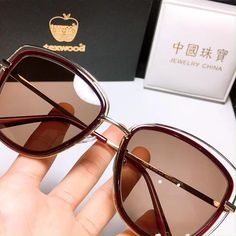 Buy Sunglasses, Mirrored Sunglasses, Sunglasses Women, Black Fireplace, Fireplace Mantels, Glasses Trends, Eye Frames, Optical Glasses, Pints