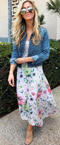 Photo summer outfit denim jacket + dress from the most popular summer outfi Casual Summer Outfits, Office Outfits, Simple Outfits, Pretty Outfits, Denim Jacket With Dress, Jacket Dress, Jacket Style, Plaid Fashion, Fashion Outfits