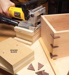 Make Corner Splines Decorative corner splines sure make an ordinary box look great. But they can be a bit dicey to cut on a tablesaw. Let your plate joiner come to the rescue. A simple jig holds the box and the joiner so you can cut slots quickly with minimal setup hassles. The jig is nothing more than a piece of scrap plywood with two wood strips set at 90 …