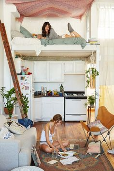 Tiny House Living: Gorgeous tiny space with a couple of gorgeous girl. Tiny Spaces, Loft Spaces, Small Apartments, Loft Apartment Decorating, Apartment Interior, Apartment Goals, Apartment Ideas, Apartment Kitchen, Studio Apartment