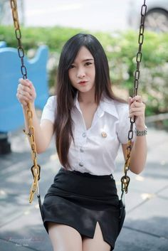 Swinging all by myself. Cute Asian Girls, Cute Girls, Cool Girl, University Girl, Amelie, Cute Japanese Girl, Muslim Brides, Poker Online, Girls In Leggings