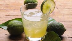 Grab a taste of the Florida Keys with this tropical Key Lime Moonshine. Made with key lime juice and fresh key limes to make you pucker up! Moonshine Cocktails, Sangria, Key Lime Juice, Lime Drinks, Apple Pie Moonshine, Raspberry Cocktail, Homemade Alcohol, Grain Alcohol, Margarita Recipes