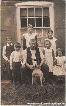 Family with their dog. Vintage Pictures, Old Pictures, Pitbull Pictures, Pitbull Pics, Nanny Dog, Dog Runs, Vintage Photo Booths, Old Dogs, Dogs