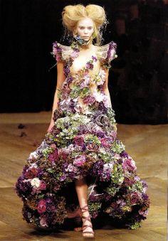 """Floral Couture"", pinned by Ton van der Veer"