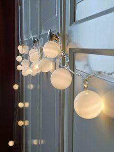 DIY Lichterkette aus Tischtennisbällen-- DIY pingpong light garland  http://ernestka.blogspot.de/2014/08/ping-pong-es-werde-licht-diy.html