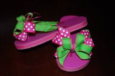 Remember Betsy's Ribbon Flip Flops from yesterday's post? She wants to give YOU a free matching double hair bow with every ribbon flip fl. Flip Flops Diy, Ribbon Flip Flops, Flip Flop Craft, Flip Flop Shoes, Pageant Shoes, Decorating Flip Flops, Polka Dot Birthday, Birthday Supplies, Espadrilles Outfit