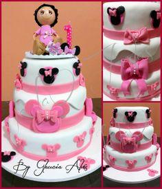 Bolo tema Minnie Rosa e Branco www.facebook.com.br/iaiaofestas.