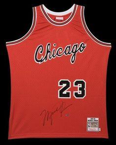1737dbfd2eca86 MICHAEL JORDAN Signed Bulls Rookie Circa 1984-85 M N Authentic Jersey UDA -  Game Day