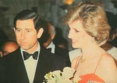 March 6 1984 Charles & Diana attend a Jewish Welfare Board Dinner at the Guildhall in London to mark the anniversary of the Jewish Welfare Board in London Princess Diana Rare, Princess Diana Pictures, Princess Of Wales, Charles And Diana, In Loving Memory, Lady Diana, British Royals, Family Photos, Elegant Dresses