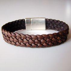 """Bracelet Dandy """"damier"""" marron antique, tressé à 7 brins. Fermoir magnétique plaqué argent."""