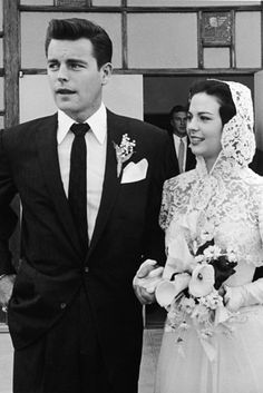 Robert Wagner and Natalie Wood, 1957 | 41 Insanely Cool Vintage Celebrity Wedding Photos